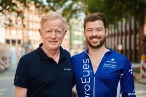 , EuroEyes livestreamer øjenoperation – grundlæggeren af EuroEyes opererer sin egen søn, euroeyes.dk
